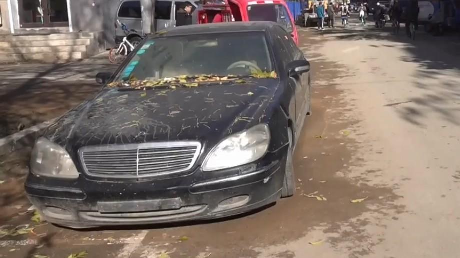Đại gia vứt xó Mercedes-Benz S600 phủ bụi bên đường trong 2 năm