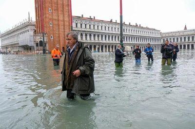 Thành phố Venice lụt lịch sử, Italia báo động đỏ