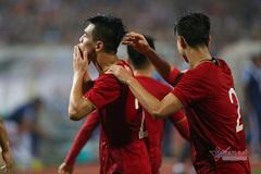 Bóng đá Việt Nam năm 2021: Chờ sắc đỏ thăng hoa, V-League 'bay'