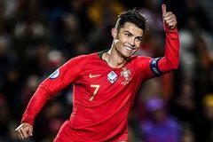 Ronaldo lập hat-trick, Bồ Đào Nha vẫn phải chờ