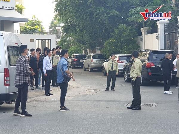 An ninh nghiêm ngặt trong lễ vu quy của Bảo Thy và đại gia Hà Tĩnh