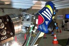 Adidas đóng cửa nhà máy robot