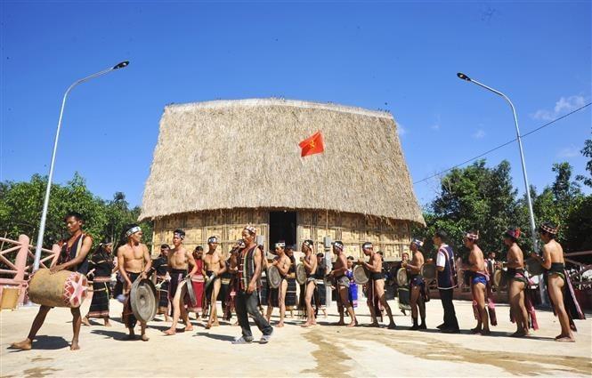 Bahnar ritual of new Rong house inauguration reenacted