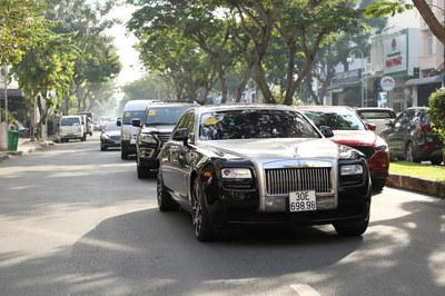 Ngắm dàn xe Rolls-Royce, Maybach hàng chục tỷ trong lễ cưới Bảo Thy