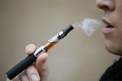 VN Health Ministry proposes cigarette tax hike, e-cigarette ban