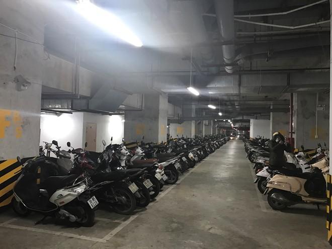 Cấm để xe dưới hầm chung cư, Hà Nội, TP.HCM 'vỡ trận' bãi gửi xe?