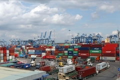 HCM City Customs dept reduces number of port procedures to ease congestion