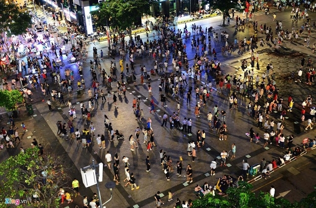 Daily water music show on Saigon's 'walking street' downtown