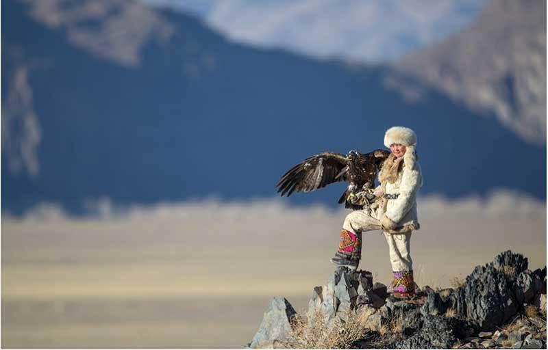 Vẻ đẹp dũng mãnh của các thiếu nữ săn đại bàng Mông Cổ
