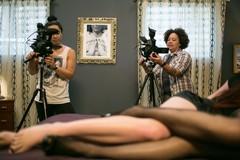 Ngành công nghiệp phim người lớn đang kiếm tiền ra sao?