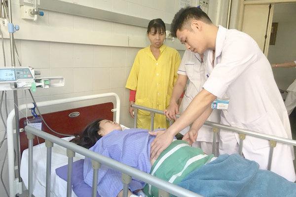 Cứu mẹ con sản phụ sau tai nạn nghiêm trọng, bé gái chào đời nặng 2.8kg