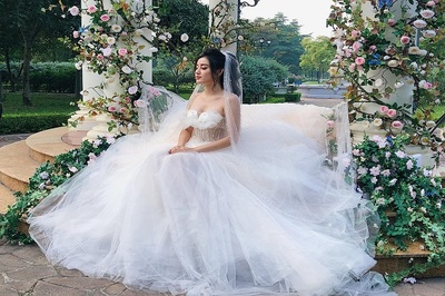 Á hậu Huyền My đăng ảnh cưới, rộ tin đồn sắp kết hôn