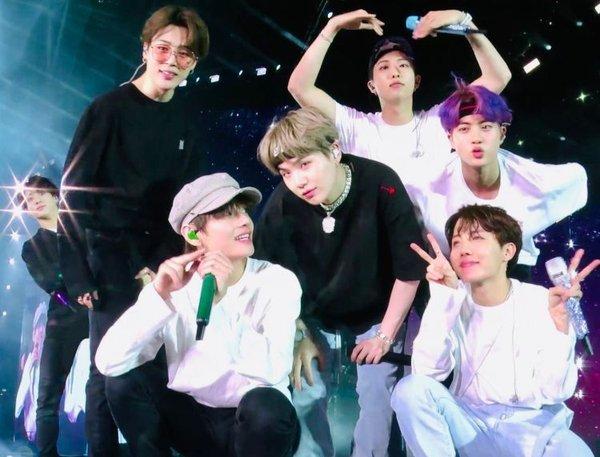Sao Hàn,TWICE,BTS,Blackpink,Dok2