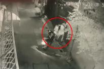 Cô gái bị nam thanh niên lao vào ôm ấp, sàm sỡ trước cửa nhà lúc hơn 1 giờ sáng