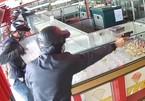 Cướp tiệm vàng táo tợn ở Sài Gòn, 'tên cướp nhắm thẳng vào tôi nổ súng'