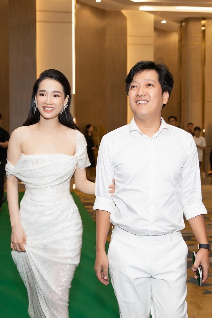 Anh trai Trường Giang chê Nhã Phương hát dở