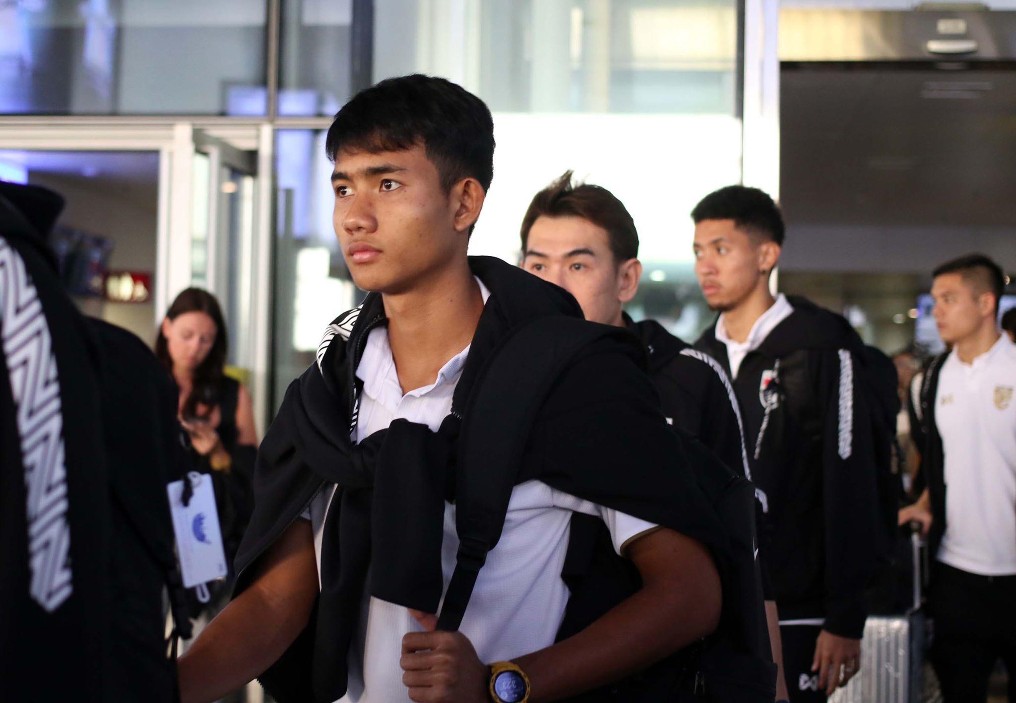 Thái Lan đổ bộ Hà Nội, Chanathip tươi rói chờ đấu Việt Nam