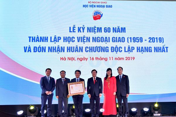 Học viện Ngoại giao đón nhận huân chương Độc lập hạng nhất