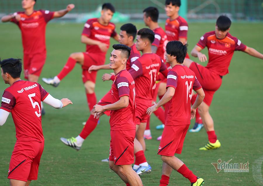 Thầy Park gặp riêng hàng thủ tuyển Việt Nam trước trận đấu Thái Lan