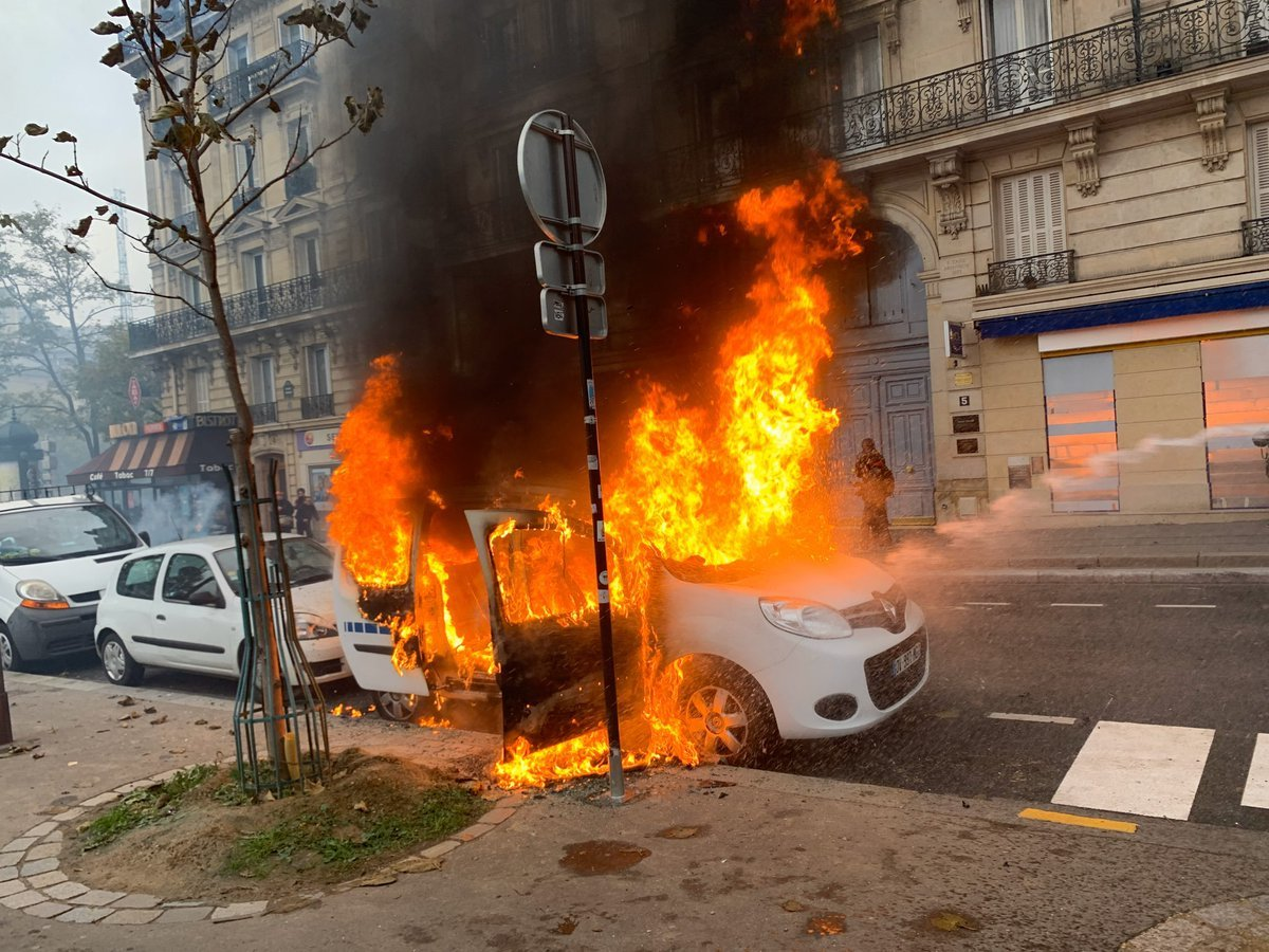Hàng chục người biểu tình bị bắt, thủ đô Paris chìm trong khói lửa