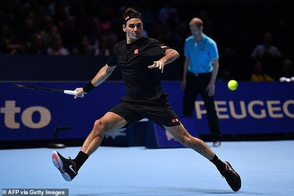 Thua tay vợt kém 17 tuổi, Federer dừng bước ở bán kết ATP Finals