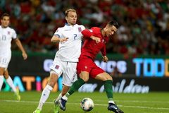 Trực tiếp Luxembourg vs Bồ Đào Nha: Chờ Ronaldo lấy vé cho Bồ