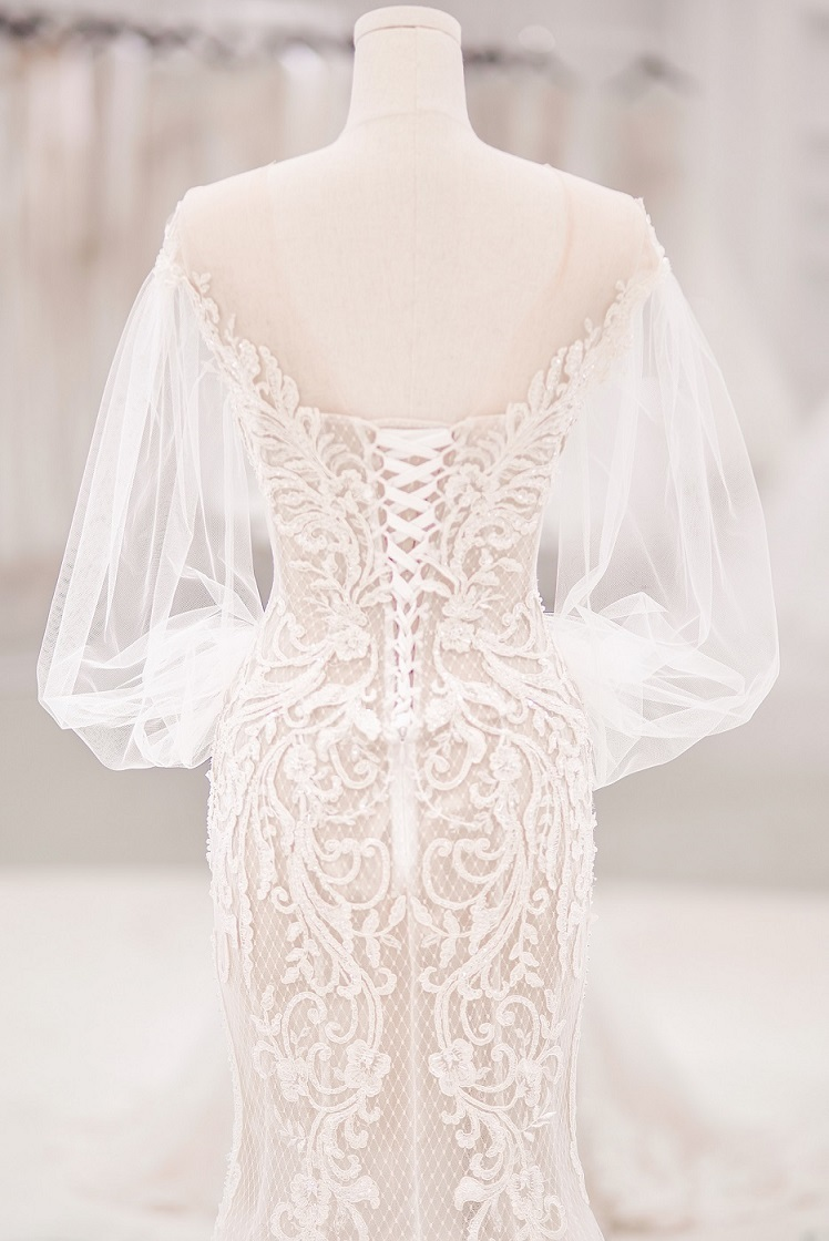 Bảo Thy mặc váy cưới sexy, đắt tiền, làm trong ba tháng