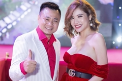 Hoa hậu Phan Hoàng Thu hở bạo sánh bước bên NSND Tự Long
