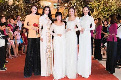 Nhan sắc Việt hội tụ tại đêm khai mạc Lễ hội dừa Bến Tre 2019