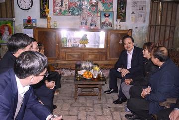 Bộ trưởng đến thăm, giáo viên thổ lộ mong ước giảm áp lực
