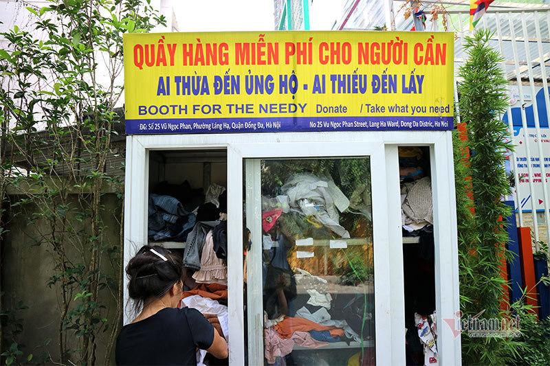Những chiếc tủ từ thiện làm ấm mùa đông Hà Nội