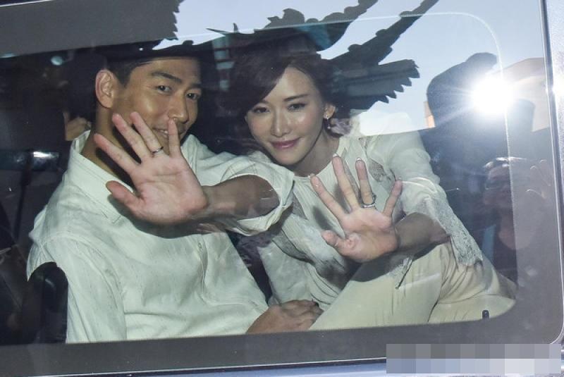Lâm Chí Linh khóc hôn chồng trong lễ cưới