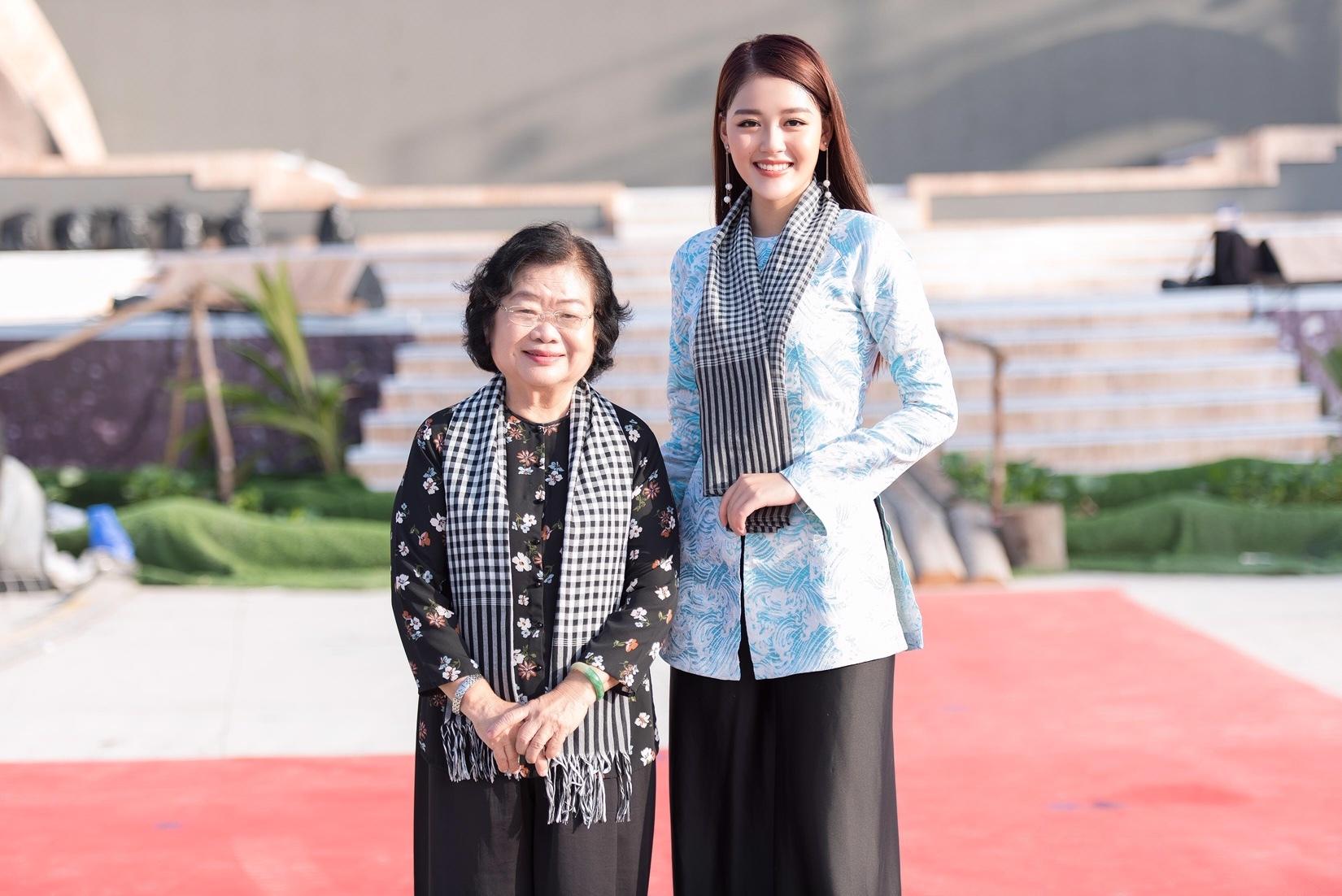 Á hậu Thanh Ngân đẹp dịu dàng với áo bà ba