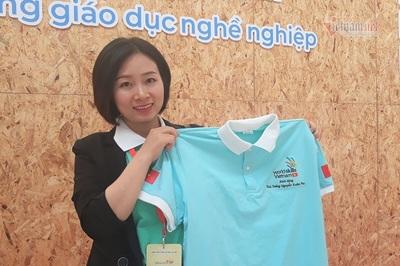 Cô gái tặng áo cho Thủ tướng