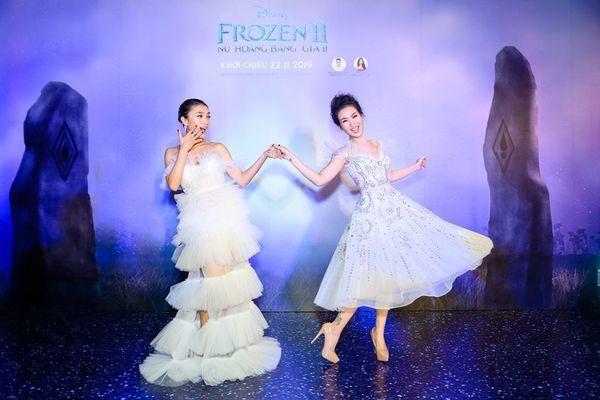 Hai chị em 'Elsa, Anna Việt Nam' chiếm sóng buổi ra mắt 'Frozen 2'