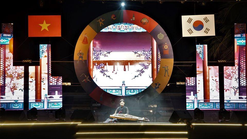 Nhóm K-Pop J Morning khiến cả ngàn khán giả Việt lắc lư theo