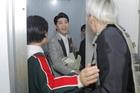 Thành viên MONSTA X đến tận phòng chờ để gặp gỡ Noo Phước Thịnh