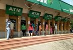 VN banks race to lower service fees