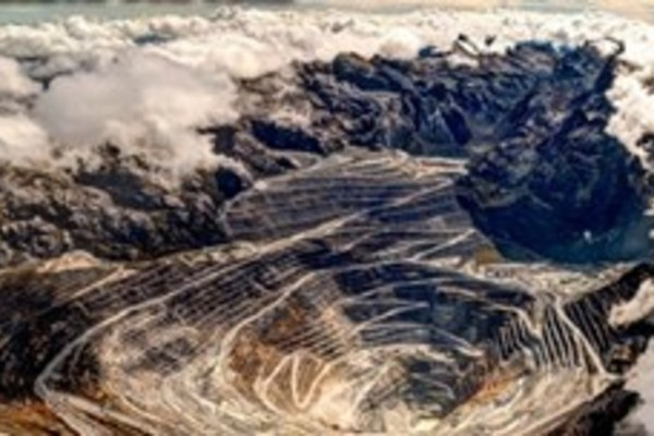 Bên trong mỏ khai thác núi vàng trên mây lớn nhất thế giới