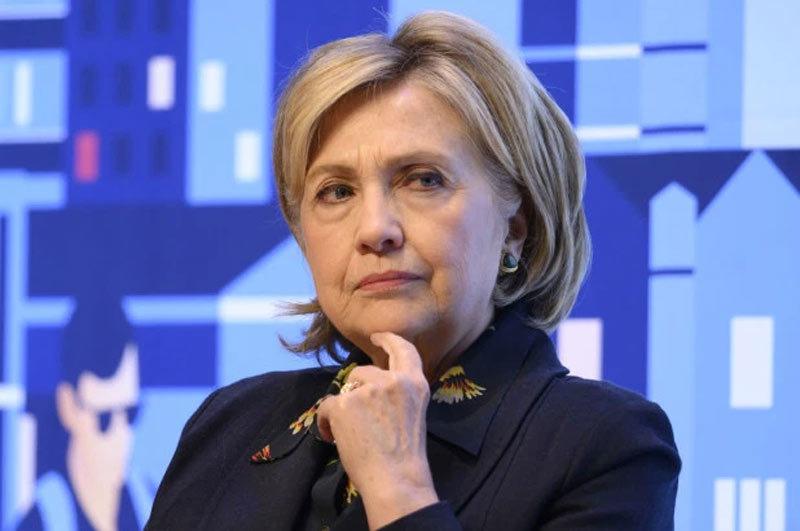 Máy bay chở bà Hillary phải quay đầu vì sự cố
