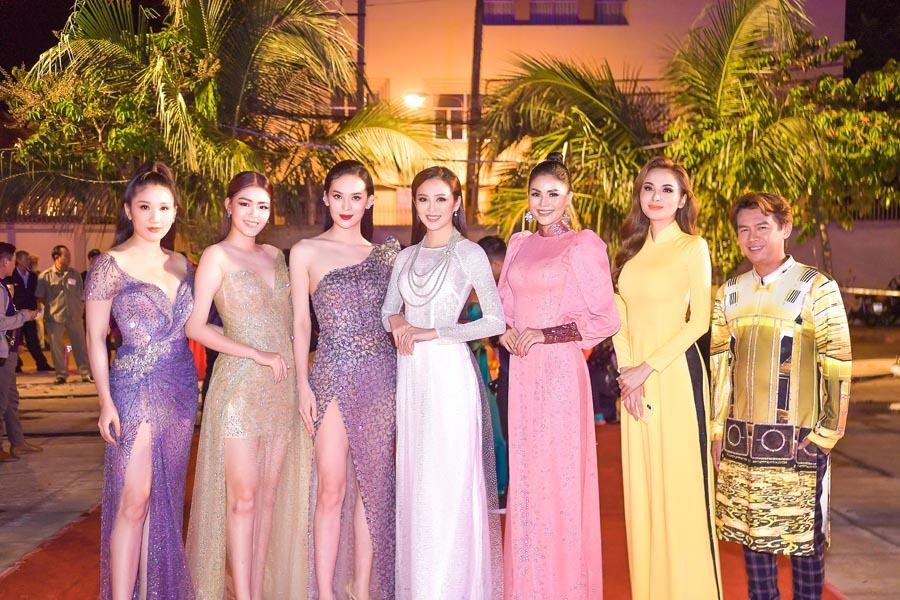 Người đẹp Việt hội ngộ đêm chung kết 'Người đẹp Xứ Dừa'