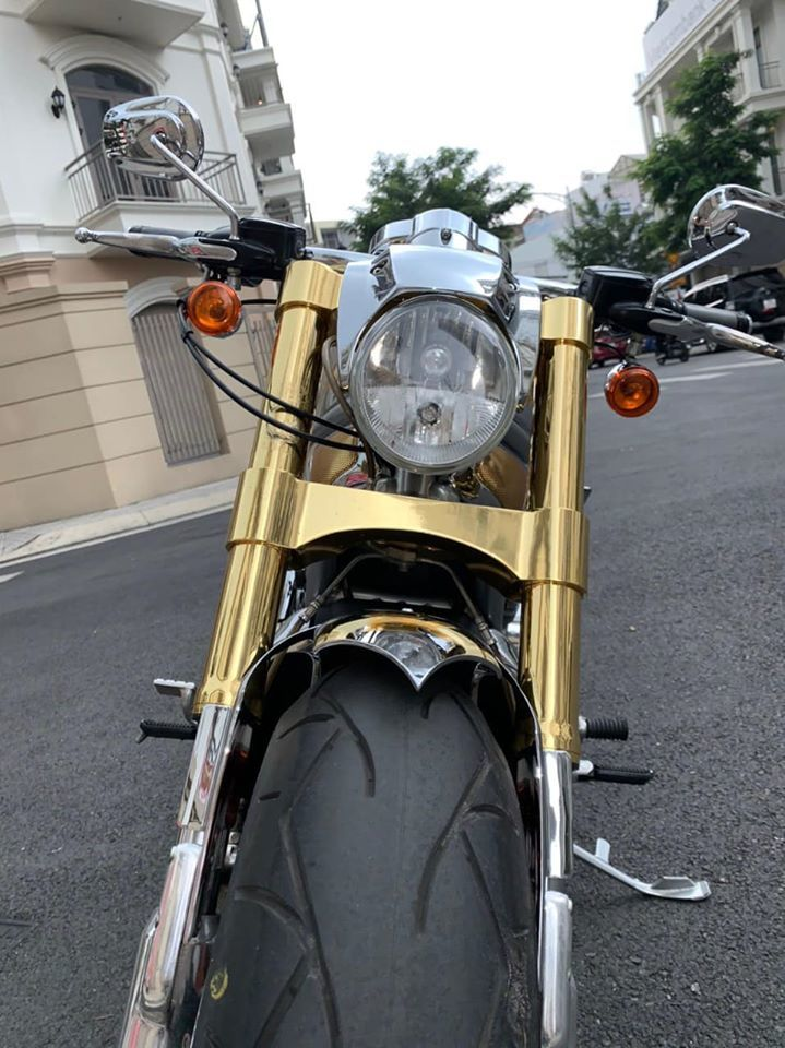 Sau 6 năm, mô tô Harley-Davidson mạ vàng 24k rao giá 1 tỷ ở Hà Nội