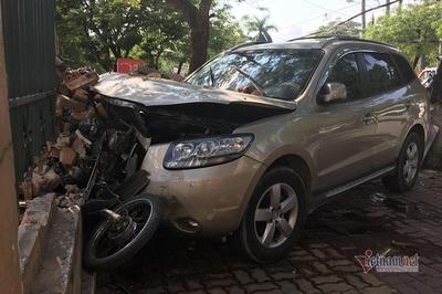 Xe điên tông 1 phụ nữ, hất văng tài xế xe ôm trên vỉa hè Hải Phòng