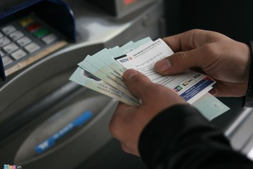 Lãi hàng nghìn tỷ từ các loại phí chuyển khoản, rút tiền ATM