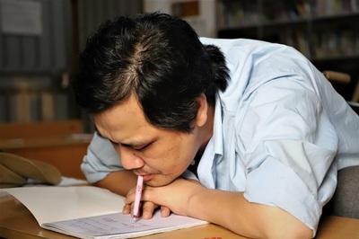 Thầy giáo viết chữ bằng miệng với nguyện ước được hiến tạng