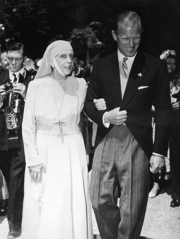 Cuộc đời khác thường của mẹ chồng Nữ hoàng Anh Elizabeth II