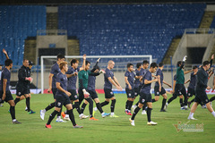 Tuyển Thái Lan đội mưa, lo lắng trước trận đấu tuyển Việt Nam