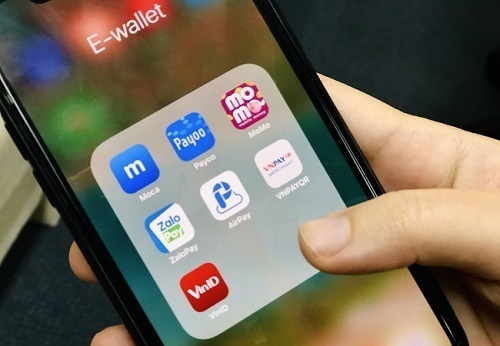 E-wallets fight for VN market share