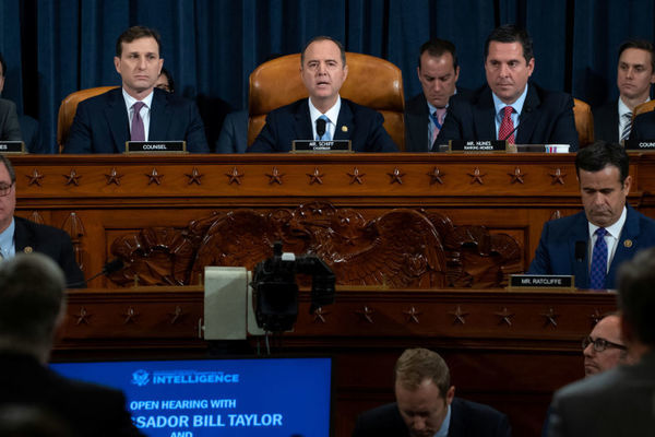 Ông Trump 'cân nhắc' giải trình luận tội trước Hạ viện