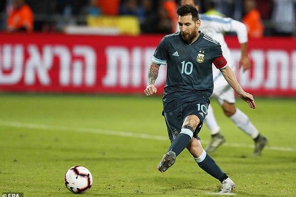 Messi lập công phút 92, Argentina thoát thua Uruguay